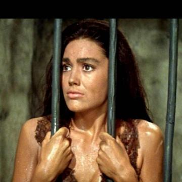 linda-harrison-topless-photo-13