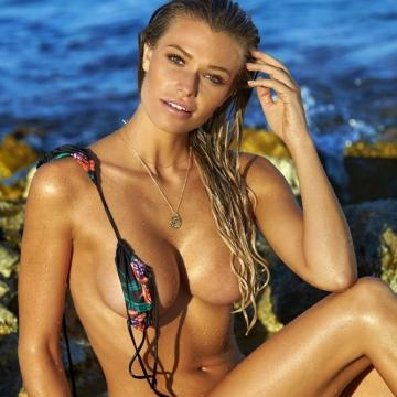 Samantha-Hoopes-Nude-Pics-Gallery-photo-0004