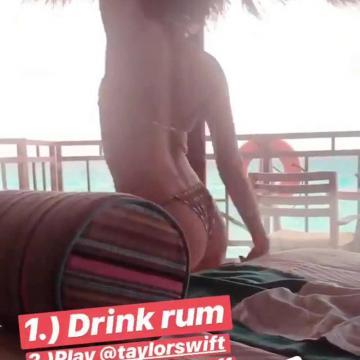 sarah hyland topless self photo