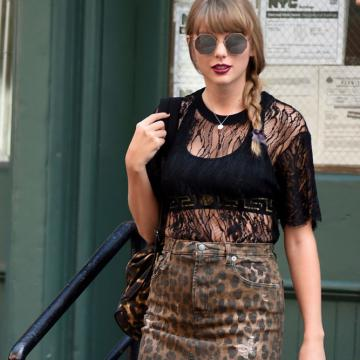 61 Hot Half-Nude Photos of Taylor Swift Which Will Leave