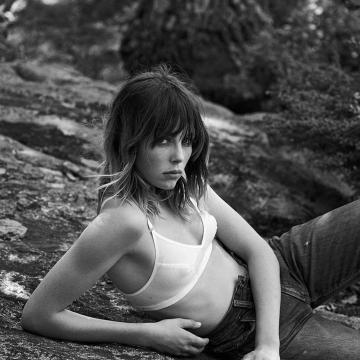 Edie Campbell  nackt