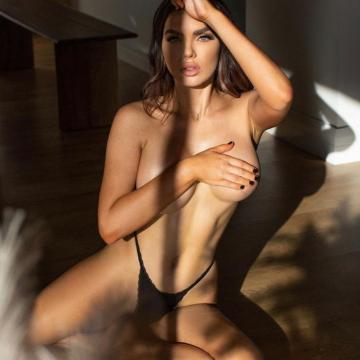 Nicole-Thorne-huge-naked-collection